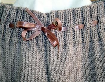 Ribbon cinch on leggings