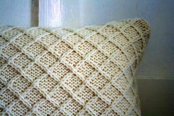 Lattice pattern, cream