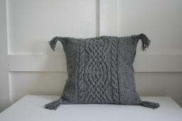 Celtic knot pattern, dark grey