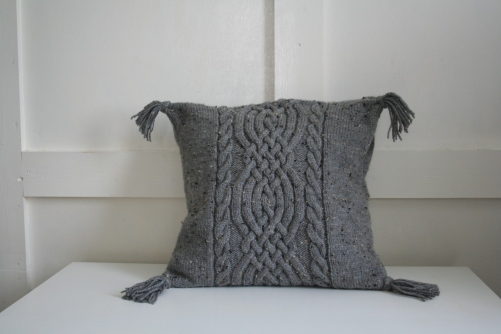 Celtic knot pattern, dark grey